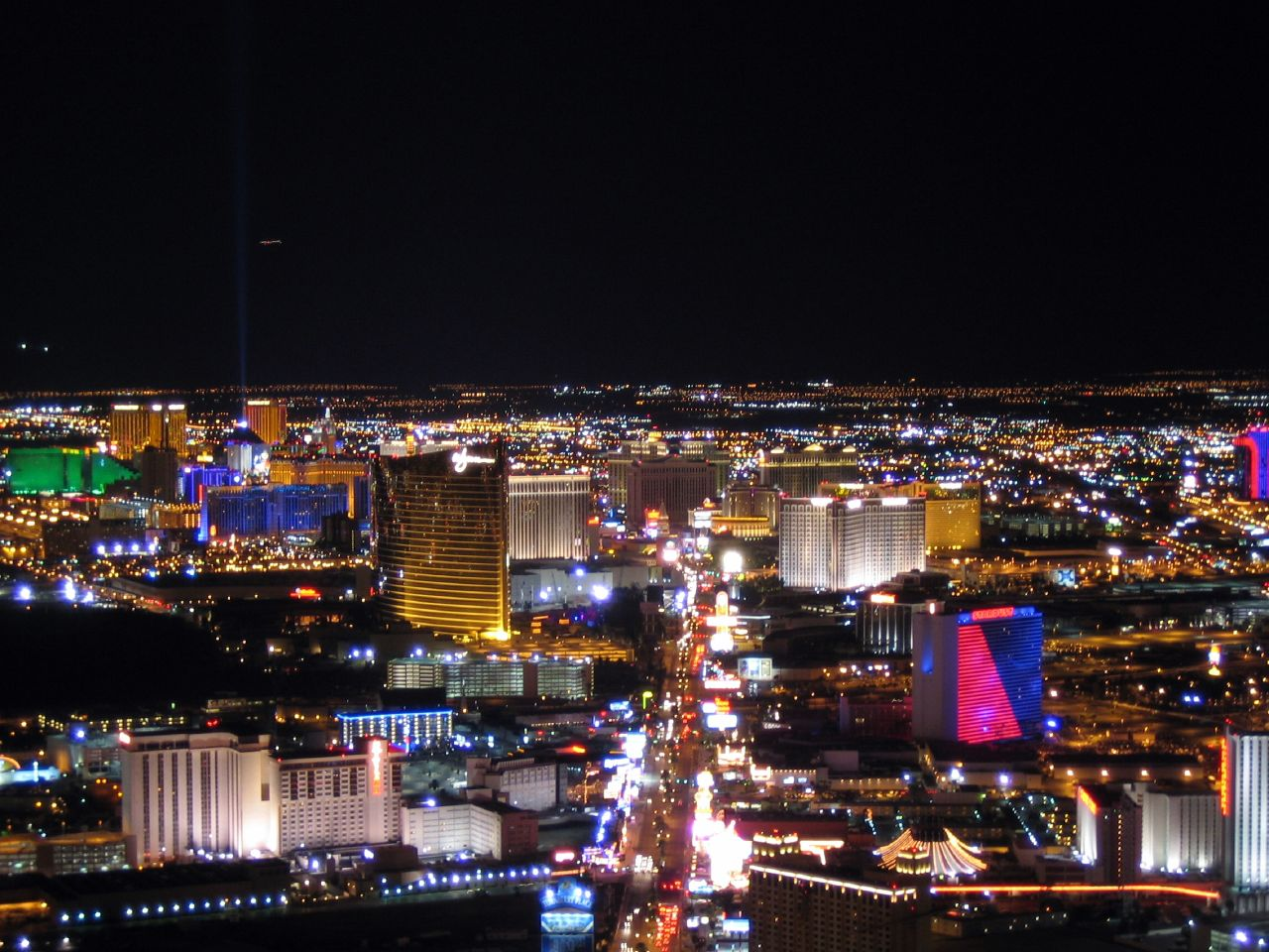 The Vegas Strip is one of the best honeymoon locations for casino lovers!